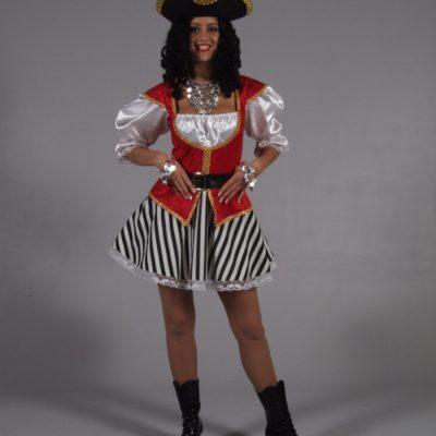 pirate-femme-courte